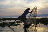 Fishermen on Inle Lake in Myanmar (burma) using unique technique of leg-rowing and conical fishnet. — Stock Photo