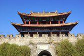 Gate and wall of Dali old city, Yunnan province, China — Stock Photo
