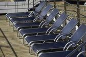 Cadeiras de praia em navio de cruzeiro — Foto Stock