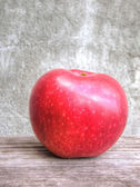 红苹果 grunge 背景上 — 图库照片