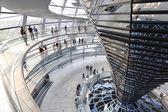 Cúpula del reichstag en el parlamento alemán — Foto de Stock