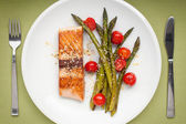 Salmon fillet with asparagus and cherry tomatoes — Stock Photo