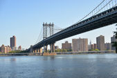 Manhattan Bridge over East River — 图库照片