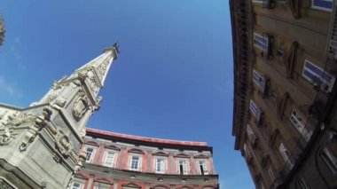NAPLES, ITALY - Spire in Piazza San Domenico — Stock Video