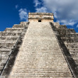 El Castillo Pyramid at Chichen Itza — Stock Photo