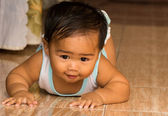 Baby crawling — Stock Photo