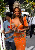 Miss Philippines, Binibining Pilipinas joins Santacruzan in Manila — Stock Photo