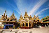 Shrine and pavilions surrounding the main central pagoda at Shwedagon pagoda, Yangon, Myanmar — Stock Photo