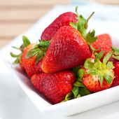 Bowl of fresh ripened and juicy strawberries. — Stock Photo