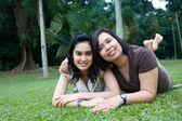 Beautiful Asian mother and daughter enjoying the summer park — Stock Photo