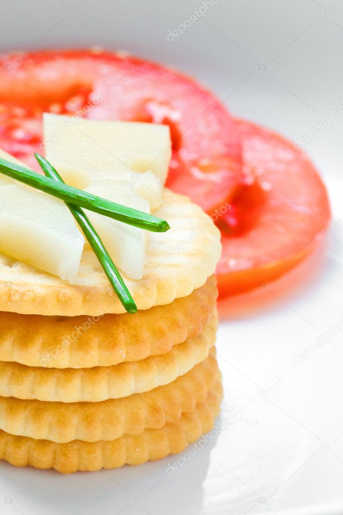 Crackers and cheese with sliced tomatoes — Stock Photo #12038525