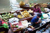 Damnoean Saduak floating market — Stock Photo