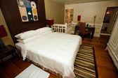 Beautiful bedroom accomodation with an en suite bathroom. — Stock Photo