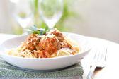 Meatballs with spaghetti in tomato sauce — Stock Photo