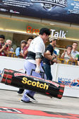 TOA PAYOH, SINGAPORE - MARCH 24 : Contender for Strongman Samuel Lim attempts the 2 times 120 log walk in the Strongman Challenge 2012 on March 24, in Toa Payoh Hub, Singapore. — Stockfoto