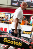 TOA PAYOH, SINGAPORE - MARCH 24 : Contender for Strongman Sulaiman Ismail attempts the 2 times 120 log walk in the Strongman Challenge 2012 on March 24, in Toa Payoh Hub, Singapore. — Stock Photo