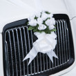 White wedding flowers on a car — Stock Photo
