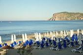 Het zee strand wacht voor vakantiegangers — Stockfoto