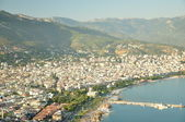 The city on a slope of mountains and the sea coast — Stockfoto