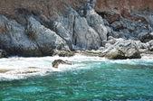 Sea waves splash coast rocks — Stock fotografie