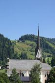 Wees klokkentoren van een kerk in zuid-tirol — Stockfoto
