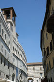 Palazzo dei priori and the main road to Perugia — Stock Photo
