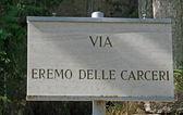 Zeichen für die eremo delle carceri von san francesco in assisi — Stockfoto