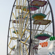 Big wheel with baskets and carriages in an amusement park — Stock Photo