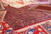 Sammlung von wertvollen teppichen afghanischer herkunft — Stockfoto