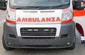 Kaptur ambulans prosto napisane w języku włoskim — Zdjęcie stockowe