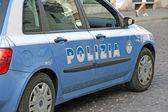 Carro de polícia italiana azul com escrita polizia — Foto Stock