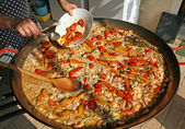 Cook as you add the red tomatoes to large skillet rice with fish — Stock Photo