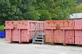 Behälter für die getrennte Sammlung in einer Stadt-Deponie — Stockfoto