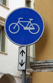 Bike trail sign with a bike designed — Stock Photo