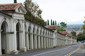 Road that leads to Monte Berico and the arcades — Stock Photo