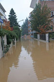 Road flooded during a downpour in the city with apartment buildi — Stock Photo