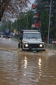 Cidade dos veículos inundados e de emergência em breve — Fotografia Stock
