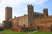 塔尖和 montagnana 的中世纪城堡塔 — 图库照片