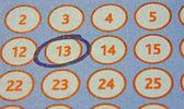 Ficha de la lotería con un número dentro de un círculo — Foto de Stock