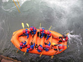 Daredevil atletas durante a descida com o barco — Foto Stock