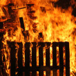 A house goes to fire and burns completely — Stock Photo