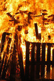 A wooden house goes to fire and burns completely — Stock Photo
