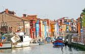 Houses with blue red yellow green of the lagoon island of Burano — Стоковое фото