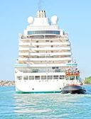 Cruise ship sets sail from the port — Stock Photo