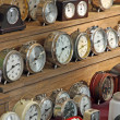 Antique vintage alarm clocks and watches for sale at flea market — Stockfoto
