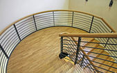 Escalier bois avec courbe très large — Photo