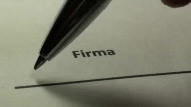 インクのペンが付いている契約の署名 — ストックビデオ