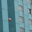Peace flag hung a huge condominium skyscraper in Italian metropo — Stock Photo #22929770