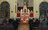 Into a church during mass with the Orthodox rite and the priest — Stock Photo