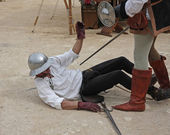 Ancient medieval costume with soldier mortally wounded while sim — Stock Photo